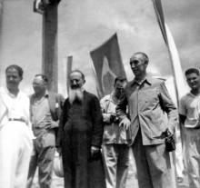 195.O-padres-salesiano-Cobalchini-e-o-ministro-João-Alberto-na-missa-campal-no-marco-zero-em-aragarças.