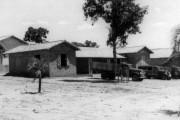 261.Caminhões-da-FBC-depois-de-descaregar-mercadorias-nos-armazens-da-base-de-aragarças-Dez.-1944