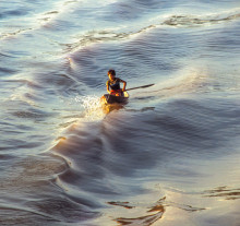 Menino do barco no Estreito de Breves, Rio Amazonas, Pará - 200
